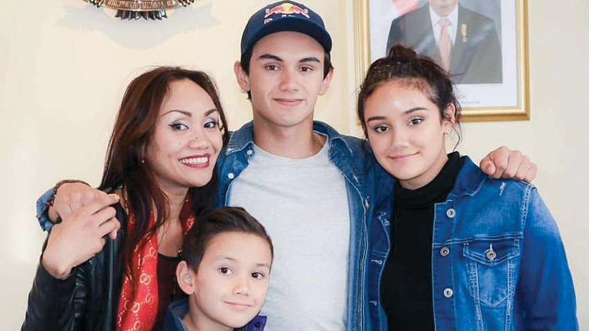 luis-with-family